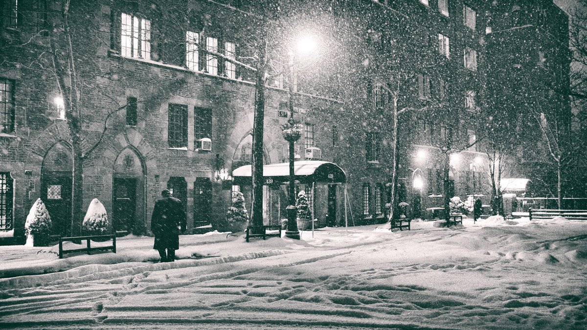 Encounters in a Wintry City